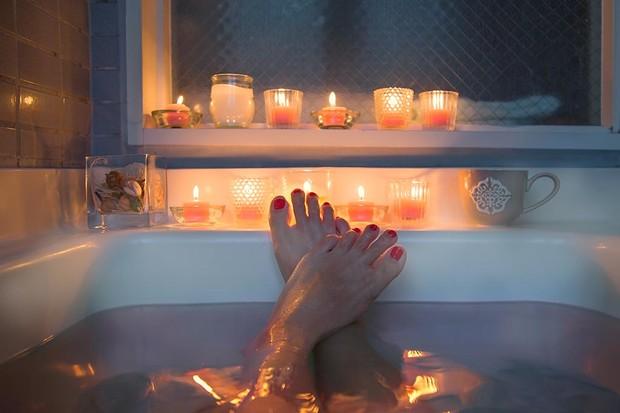 relaxing-in-the-bath-ba048a2.jpg