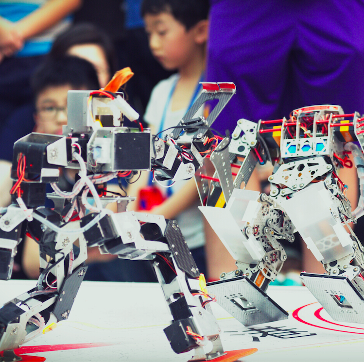 Robot Boxing League Demo Battles   Pow! Watch hand-assembled robots duke it out as their creators explain how they're made.