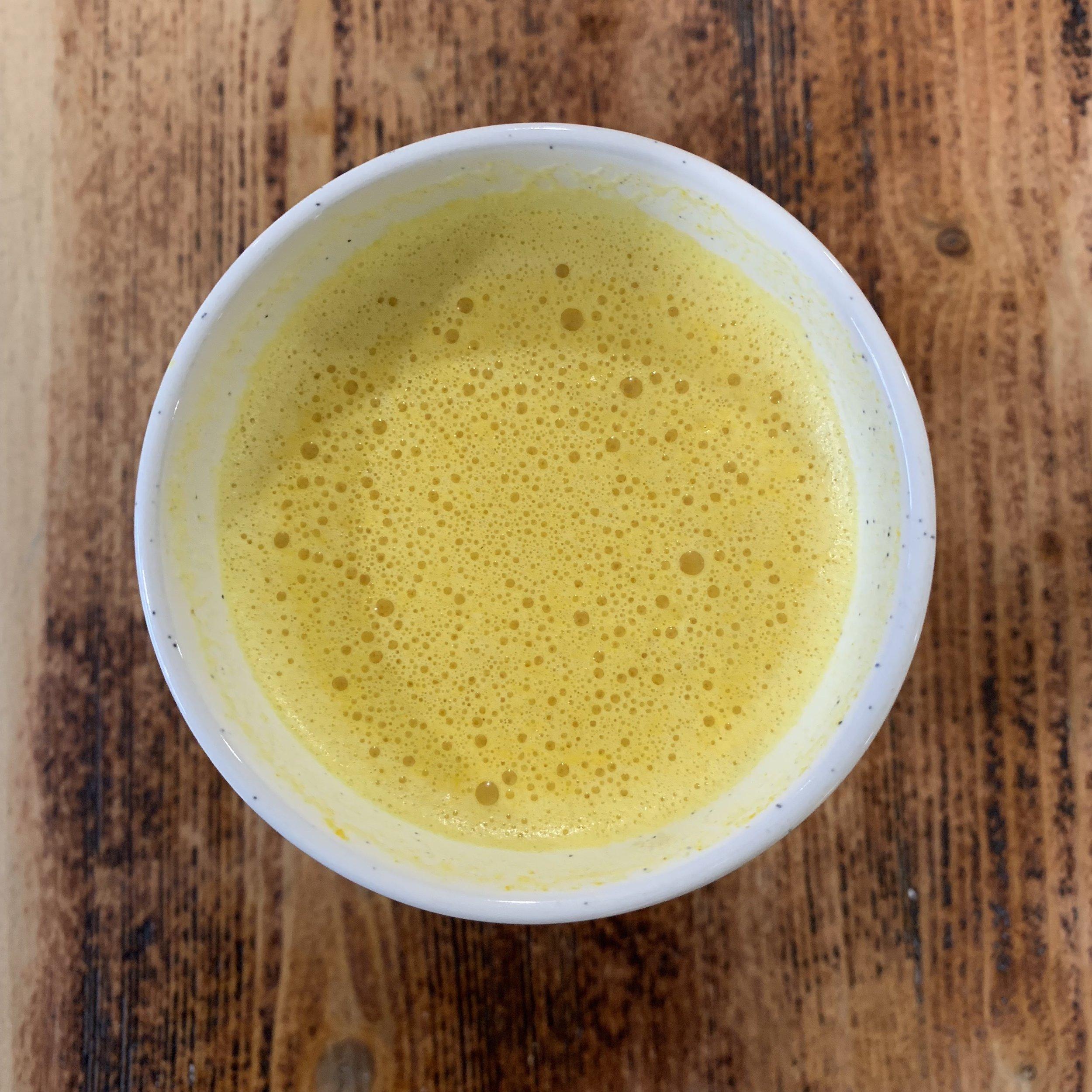 Golden milk er perfekt på hufsne høstdager. Farvel, forkjølelse!
