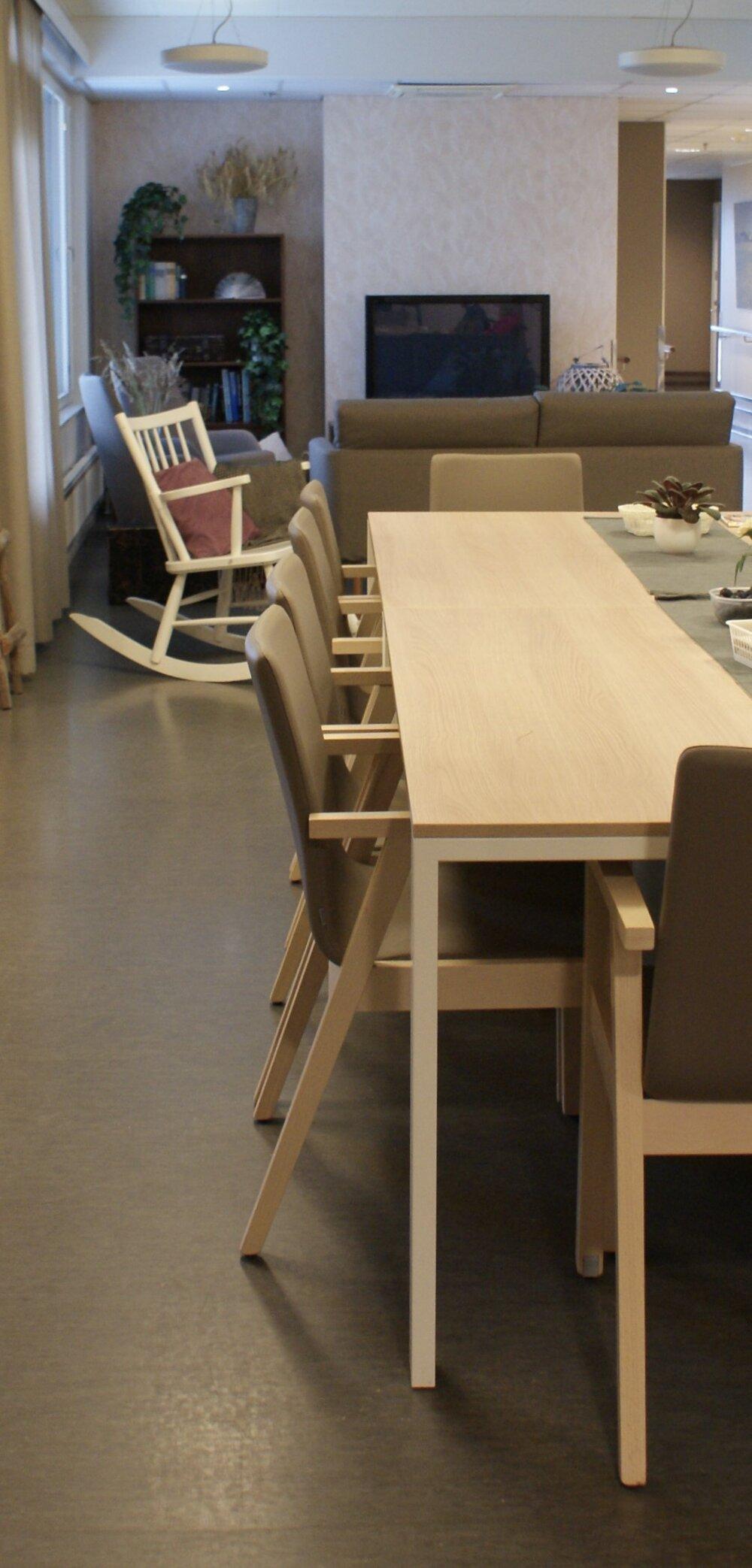 ruokapöytä (2) – kopio.jpg