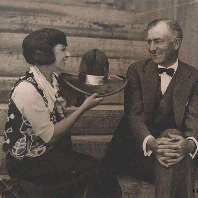 President Warren G. Harding presented with a hat by Helen Bonham, 1919. 🌵🌾