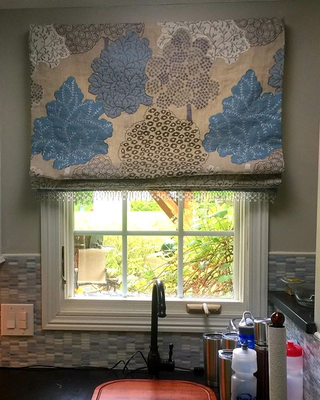 Don't forget about the kitchen! What do the window treatments in your kitchen look like? If you're looking for a relatively easy way to update the interior of this space, consider custom window treatments. #cleveland #clevelandhomes #windowtreatments