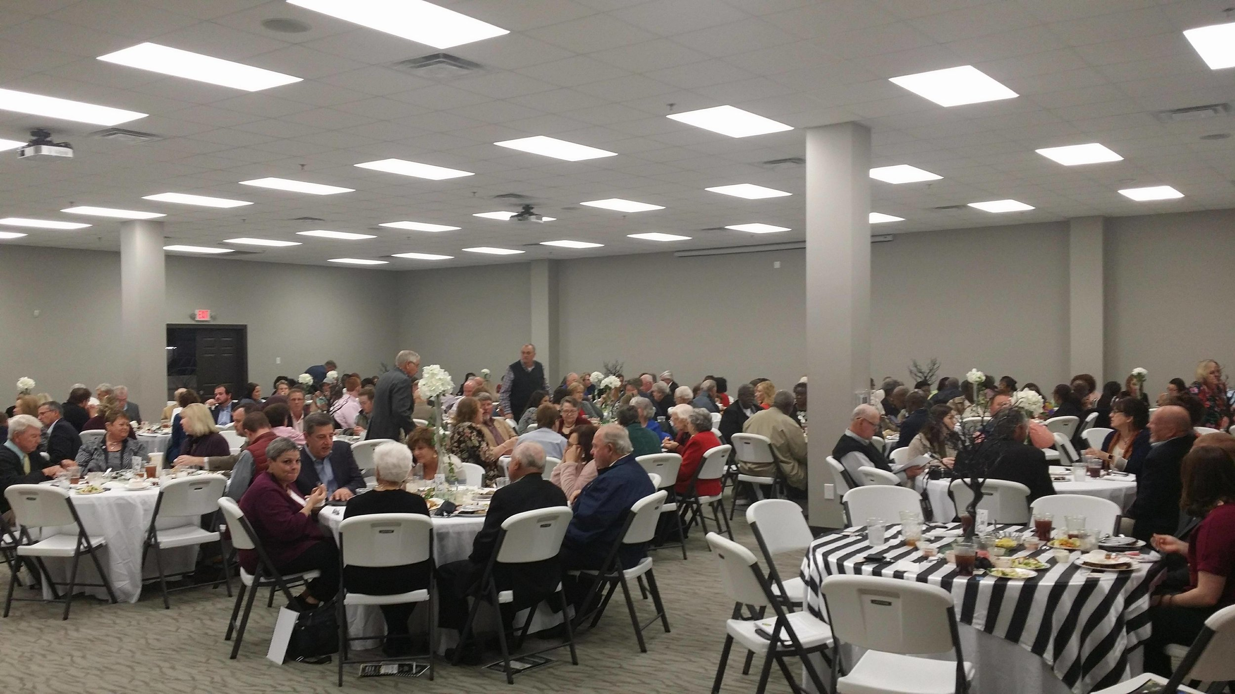 Attendees of the annual La Grange Chamber of Commerce Banquet dine at the La Grange Community Center. Photo by Jon Dawson / Neuse News