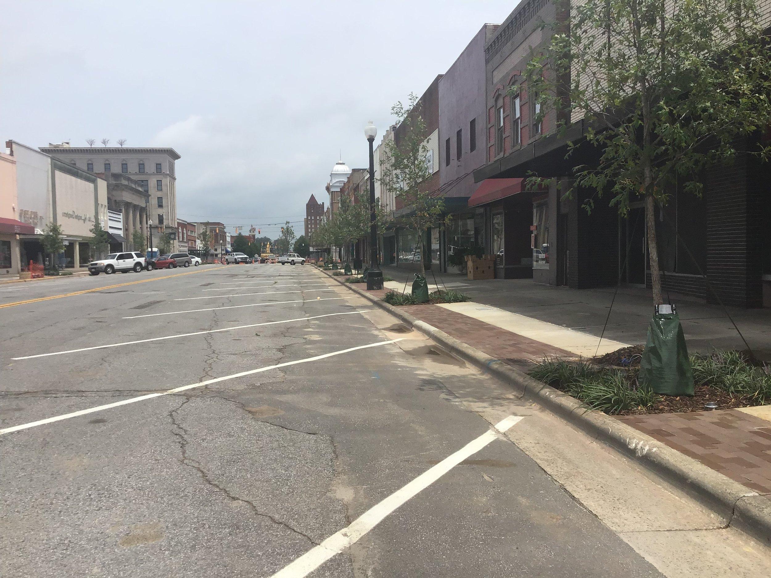 Diagonal parking on Queen Street.