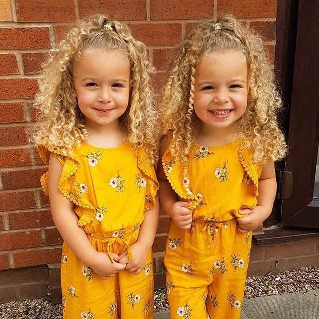 Crushing on these little curl cuties @twin_momma_mullings #curlslikeus  Perfect hairstyle for summer to keep the hair off the face!