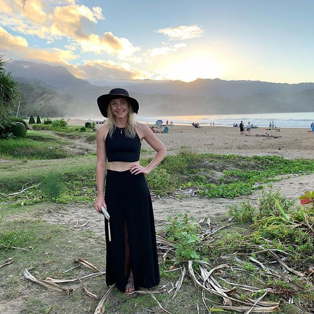 Take me back, floppy hats, sunsets and uninterrupted time with bae. . Seriously if y'all are looking for a vacation spot, Kauai was 💯- @mattgasmovic and I have already been looking at Airbnb's for our next trip out there. Anyone wanna join us?