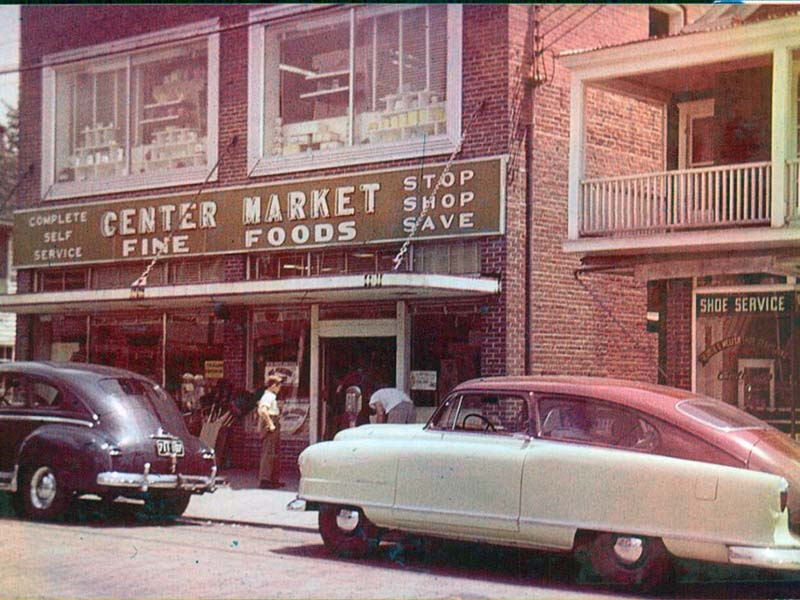 web_simmons-old-cars-out-front.jpg