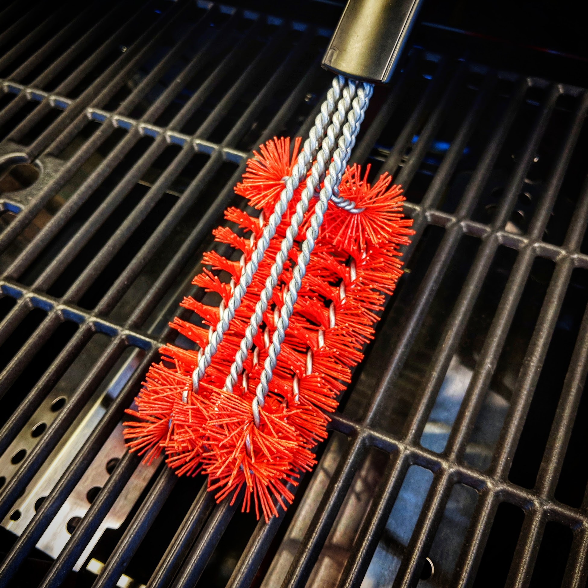 Safely clean your grill with these top grill brushes. - And be confident that you won't end up in the emergency room with a throat full of sharp steel wire bristles.