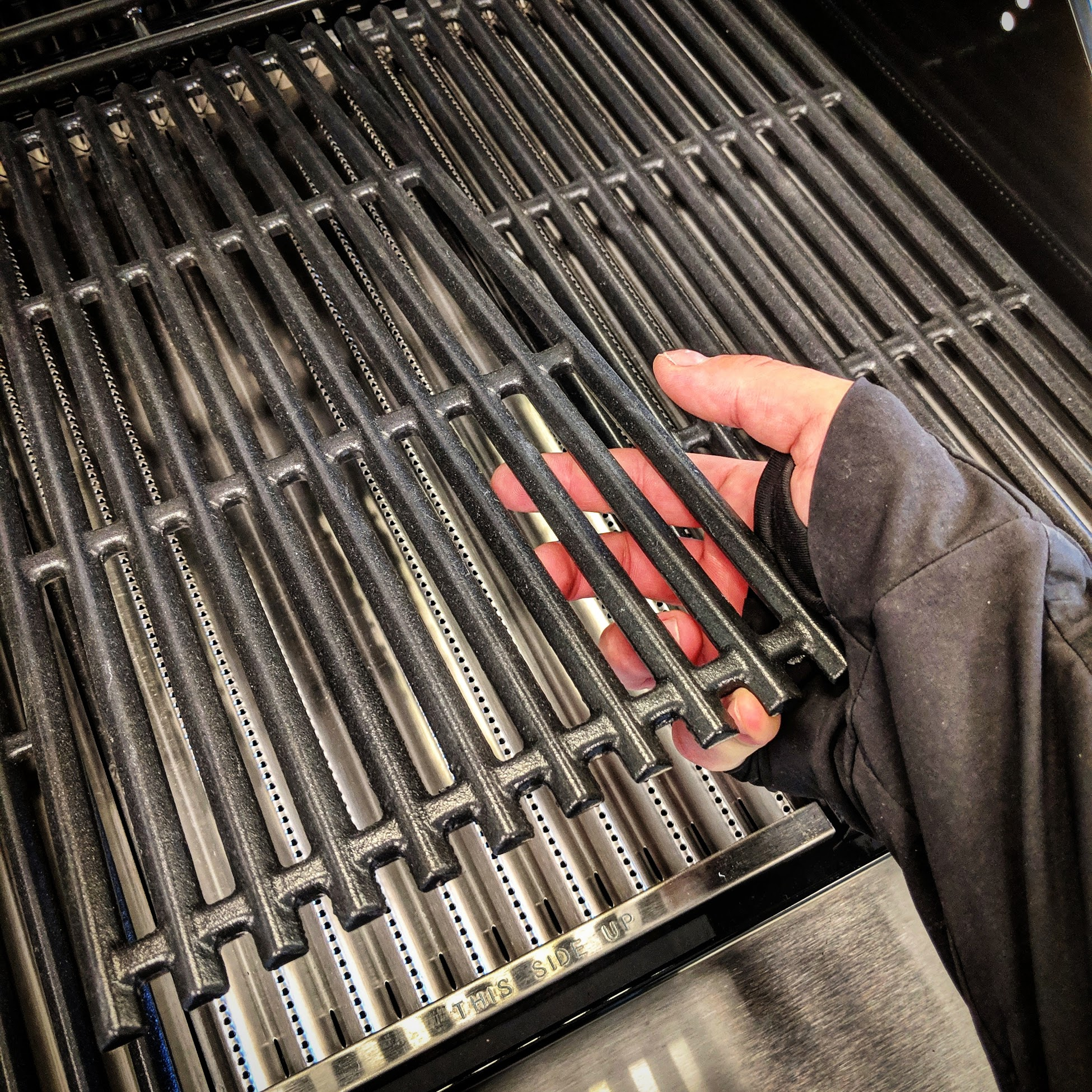 How to replace Char-Broil TRU-Infrared Grates and Emitters. - Easy step-by-step instructions for removing, cleaning and replacing your grates and emitter plates.