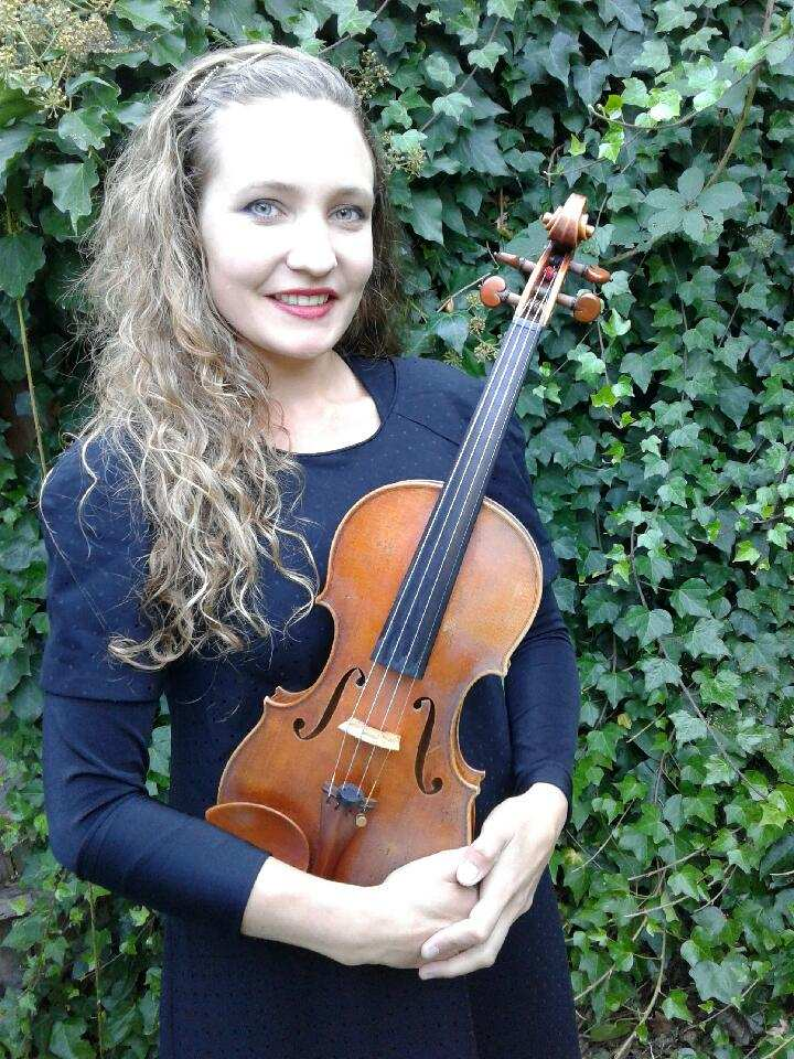 Della Davies, violin - Violinist Della Natasha Davies received her Bachelors degree at the Zurich University of the Arts, and Master in Performance degree at the Zurich University of the Arts in 2011; both under the tutelage of Professor Zakhar Bron.In 2012, Della moved to Eugene and became a member of the Eugene Symphony. In 2014 she became a member of the Oregon Mozart Players and began playing regularly with other local groups; such as Orchestra Next, Eugene Opera, and Corvallis Symphony.In 2016, Della joined the Oregon Ballet Theater in Portland, and in Summer 2018, she performed with the Oregon Bach Festival for the second time.2018-2019 Season Sponsor: Ted & Betty Johnson and Morice & Marjorie Davies