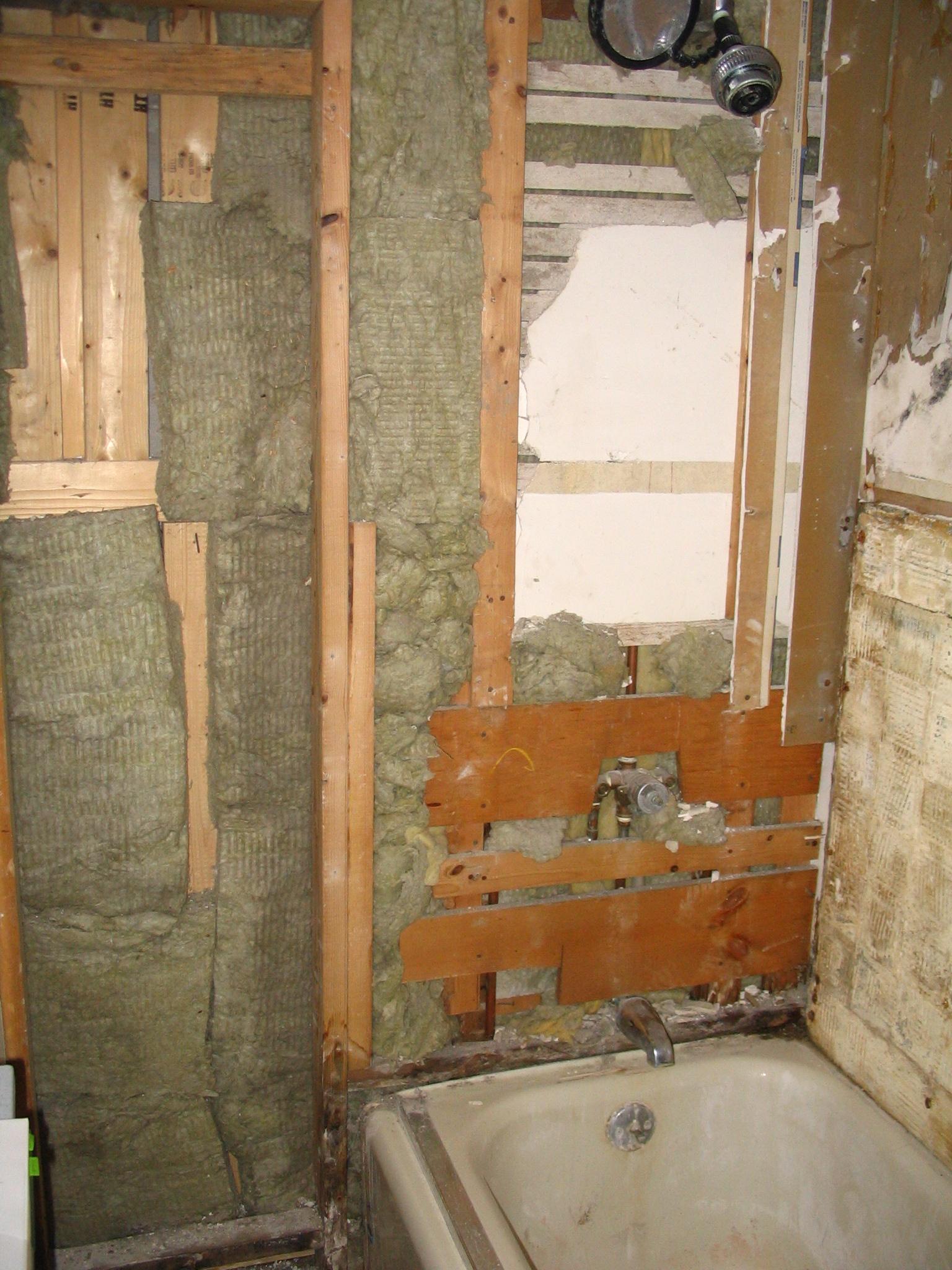 Inman St. bathroom (before)