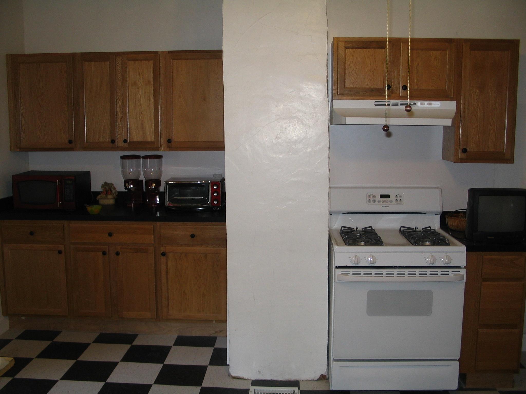 Inman St. kitchen (before)