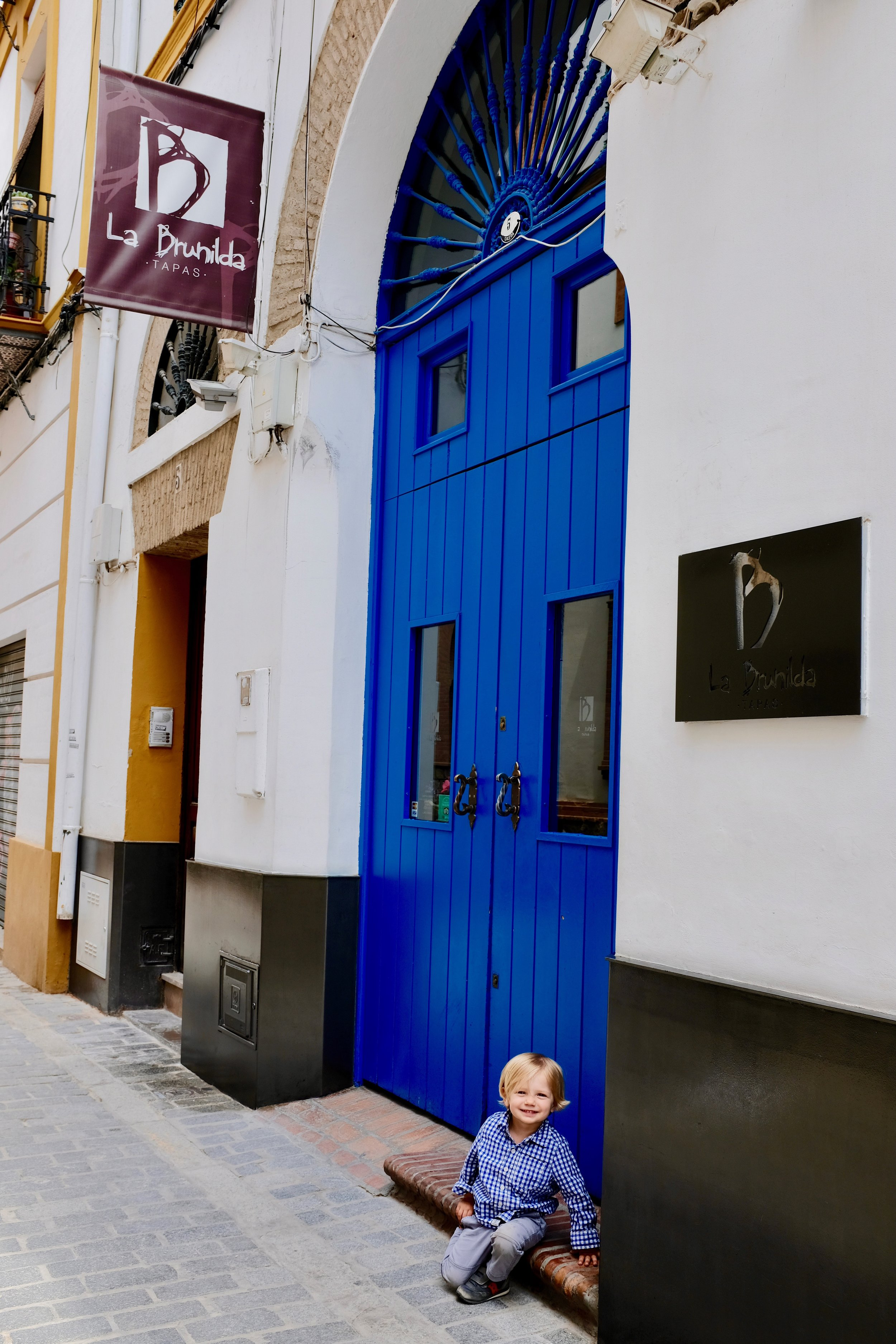 Jimmy waiting patiently for La Brunilda to open their doors for lunch.