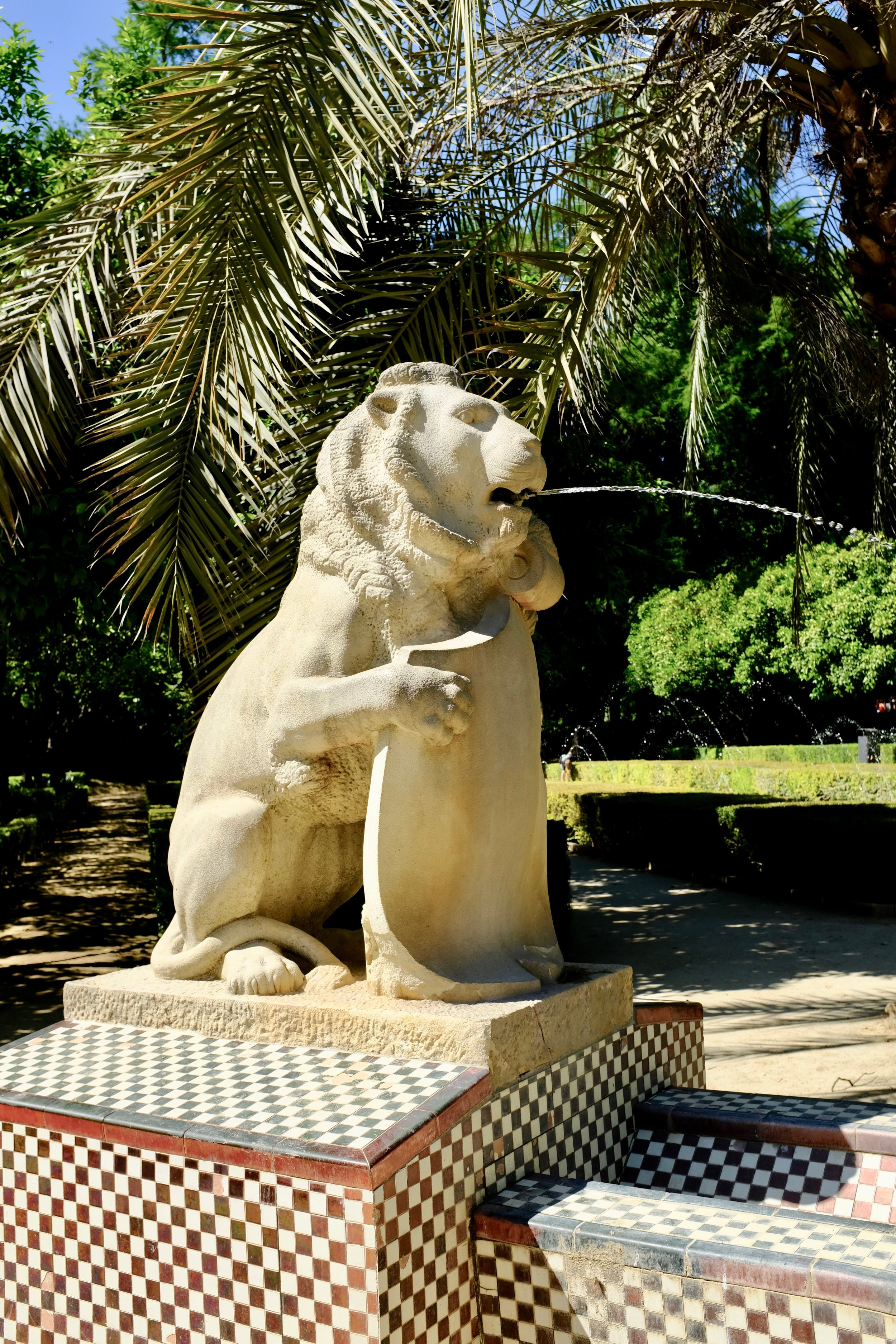The Fountain of the Lions (Fuente de los Leones), each of the four lions are holding a shield.