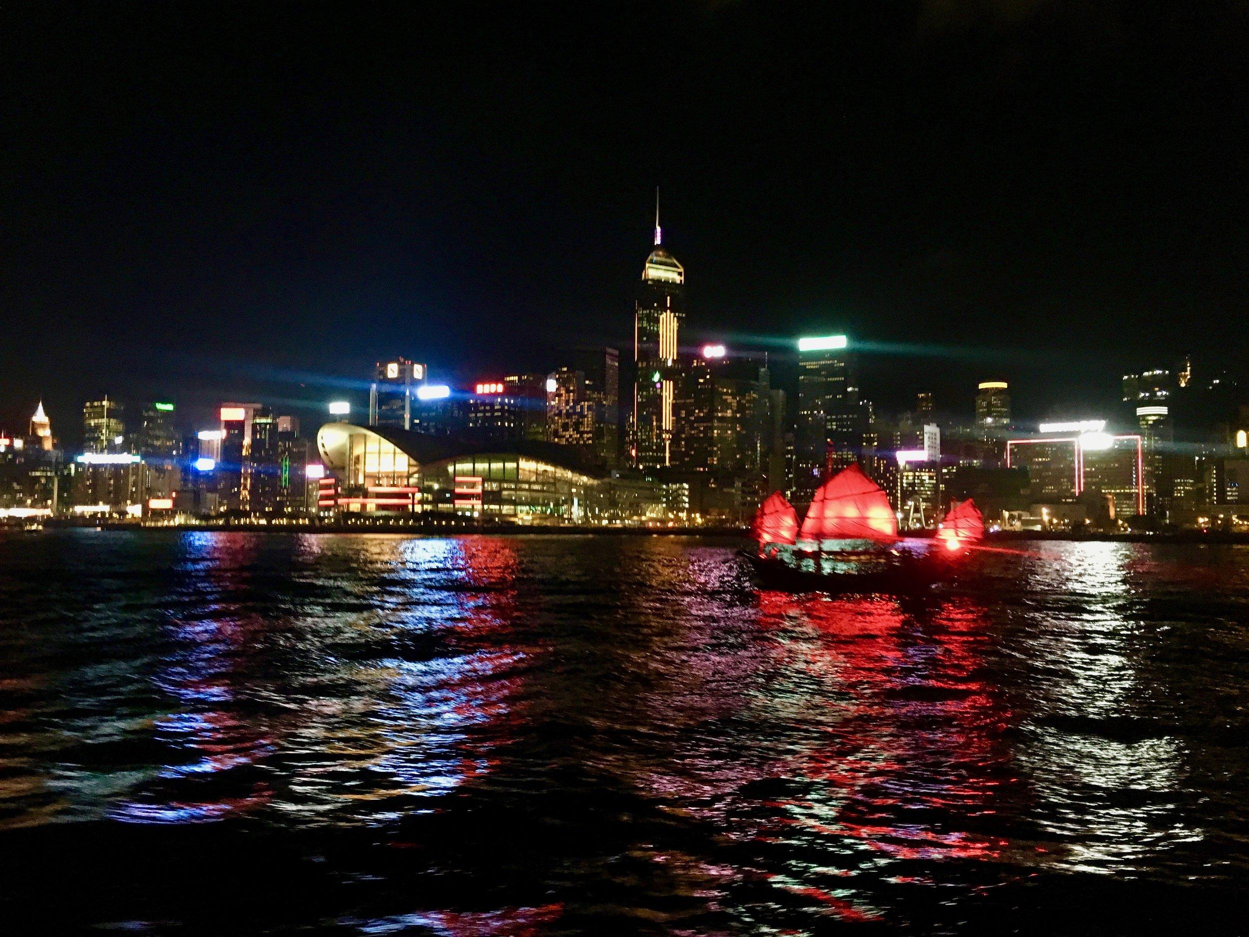 Hong Kong Junk Boat_City Nibbler_Hong Kong