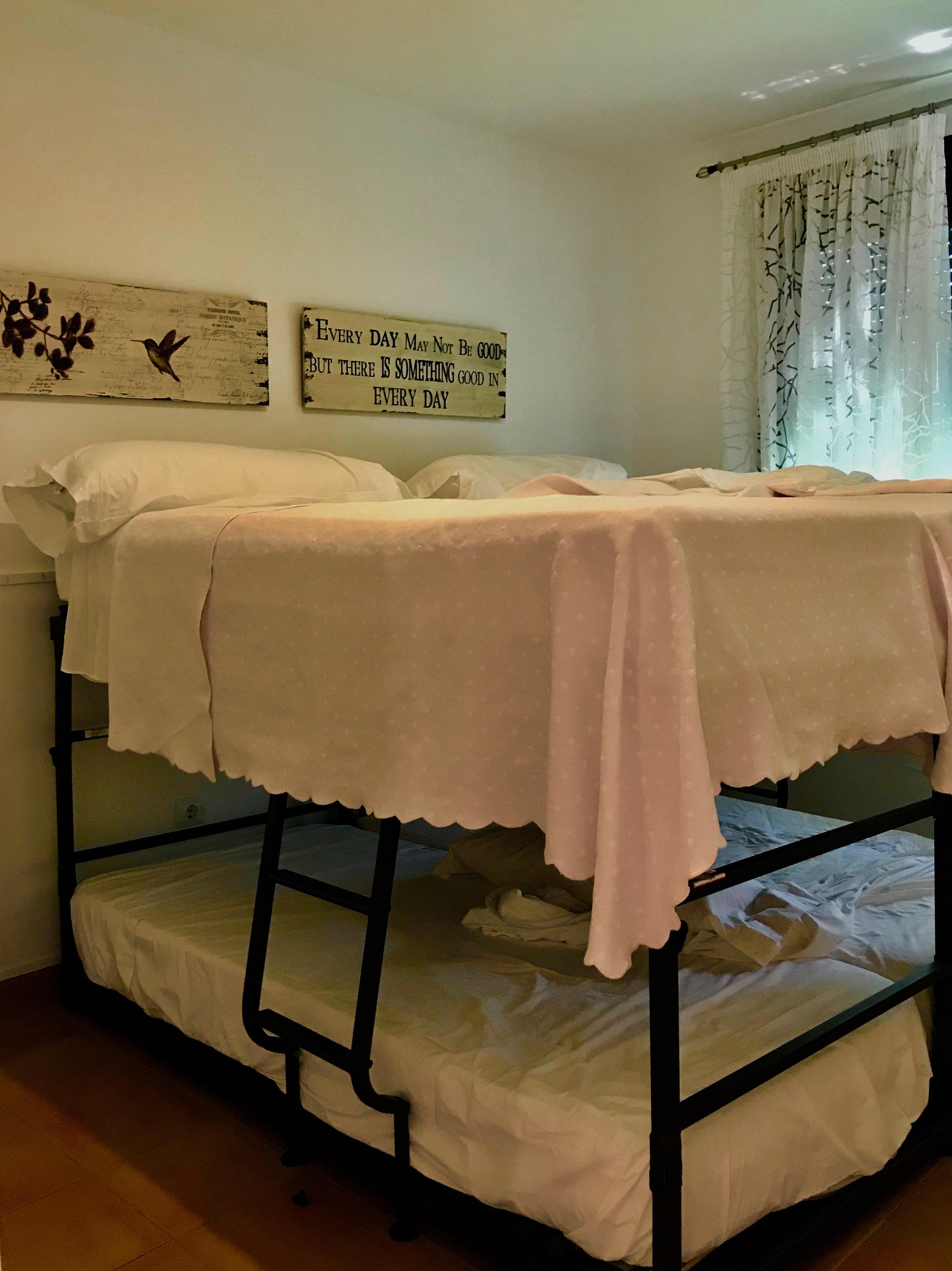 El Dorado children's bedroom with two bunk beds, four beds in total.