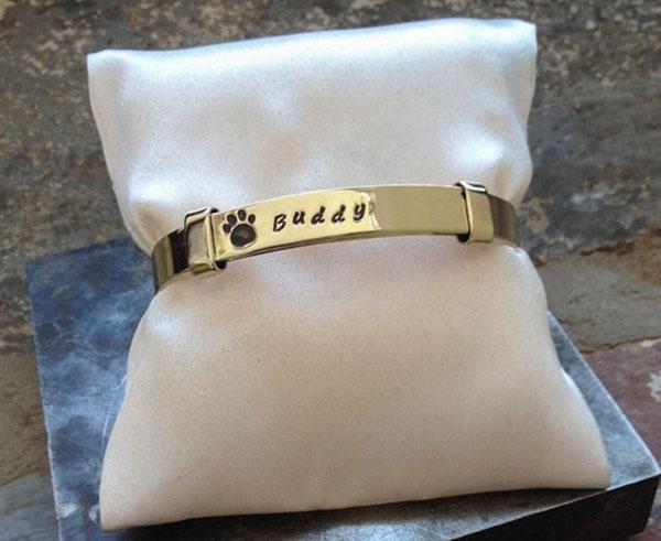 dog-bereavement-gift-custom-dog-name-bracelet.jpg