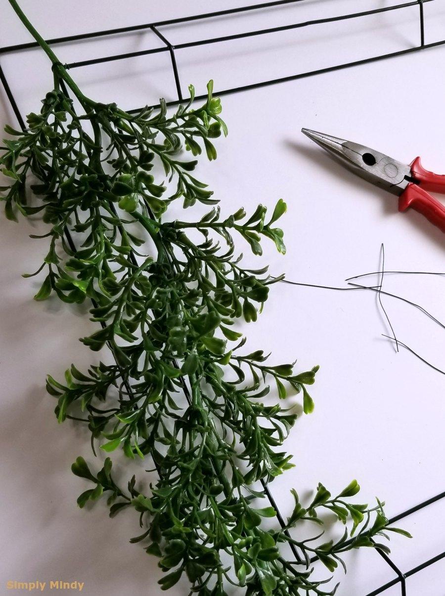 boxwood-wreath-diy_garlandstart.jpg
