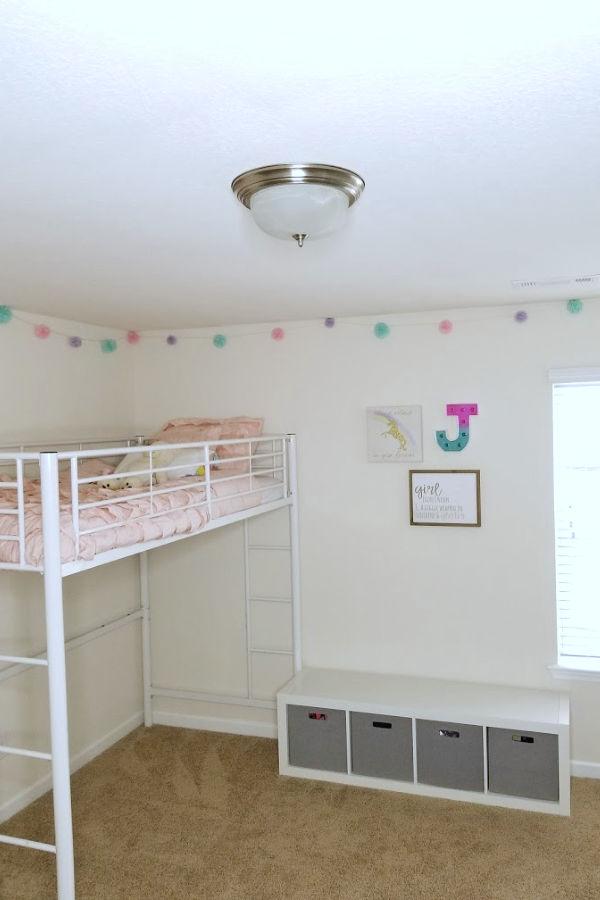 unicorn-decor-girls-bedroom.jpg