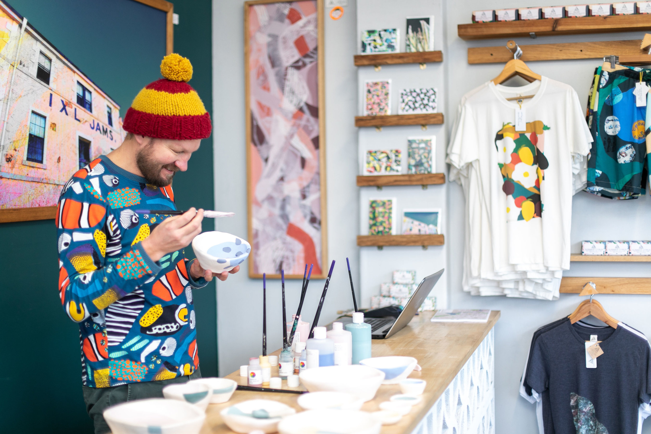 Jamie McCabe, owner of Seagrass Design works his magic instore. Image: Melanie de Ruyter for Winterlicous 2019.