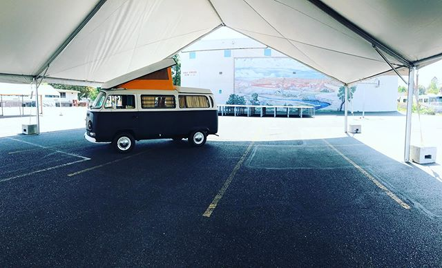 The stage is set, the tarps are up and let's not forget the bouncy houses.  Sunday 11am-8pm. 8/4/2018 Festival Santa Cruz 5227 N. Bowdoin St. Portland, Oregon  Unikofotobus will go live from 3-6 while the Mariachi is playing on the stage.