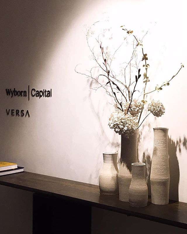 A collection of vases with  sublime flowers @mark.antonia.ltd for Wyborn Capital Thanks @doran_and_doran @bureauxltd  #stilllife #texture #50cmvases #claymaker