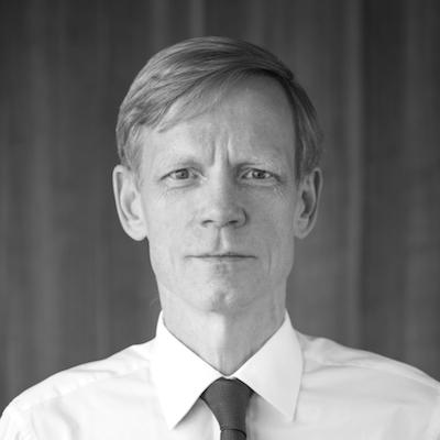 Steven van Groningen - CEO Raiffeisen Bank RomaniaMembru fondator al Aspen Institute Romania, fost presedinte Foreign Investors Council,Advisory Board Member al Maastricht School of Management, Bucuresti