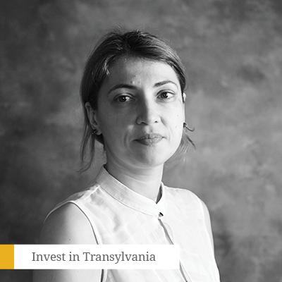 Camelia Petrescu - Membru FondatorUnlockCamelia Petrescu are o experiență de peste 15 ani în cercetarea de piață. De-a lungul timpului, a fost implicată în numeroase proiecte strategice, atât pentru mărci internaționale, cât și locale. Este un observator experimentat al trendurilor de lifestyle și consum, precum și al evoluției relației consumatorului cu mărcile.Camelia este membru fondator al Unlock, firma de cercetare de piață și consumer know-how integrat cu capital 100% românesc ce va împlini în 2018 zece ani de existență.