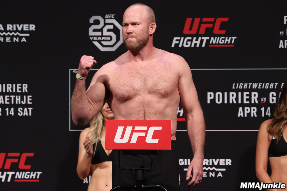 tim-boetsch-ufc-on-fox-29-ceremonial-weigh-ins.jpg