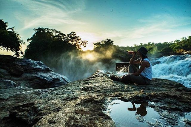 One of our favourite bits of branded content we did was for @sxolliecider - shooting at Murchison falls in Uganda - the world's most powerful waterfall. It was a solid couple of hours hot hike to the top, so the need for a cold cider on arrival was genuine and the view at sunset was unreal. We popped a couple bottles of sxollie, snapped some shots and came out with these. What a great day at work 🎥📷⛰🍻