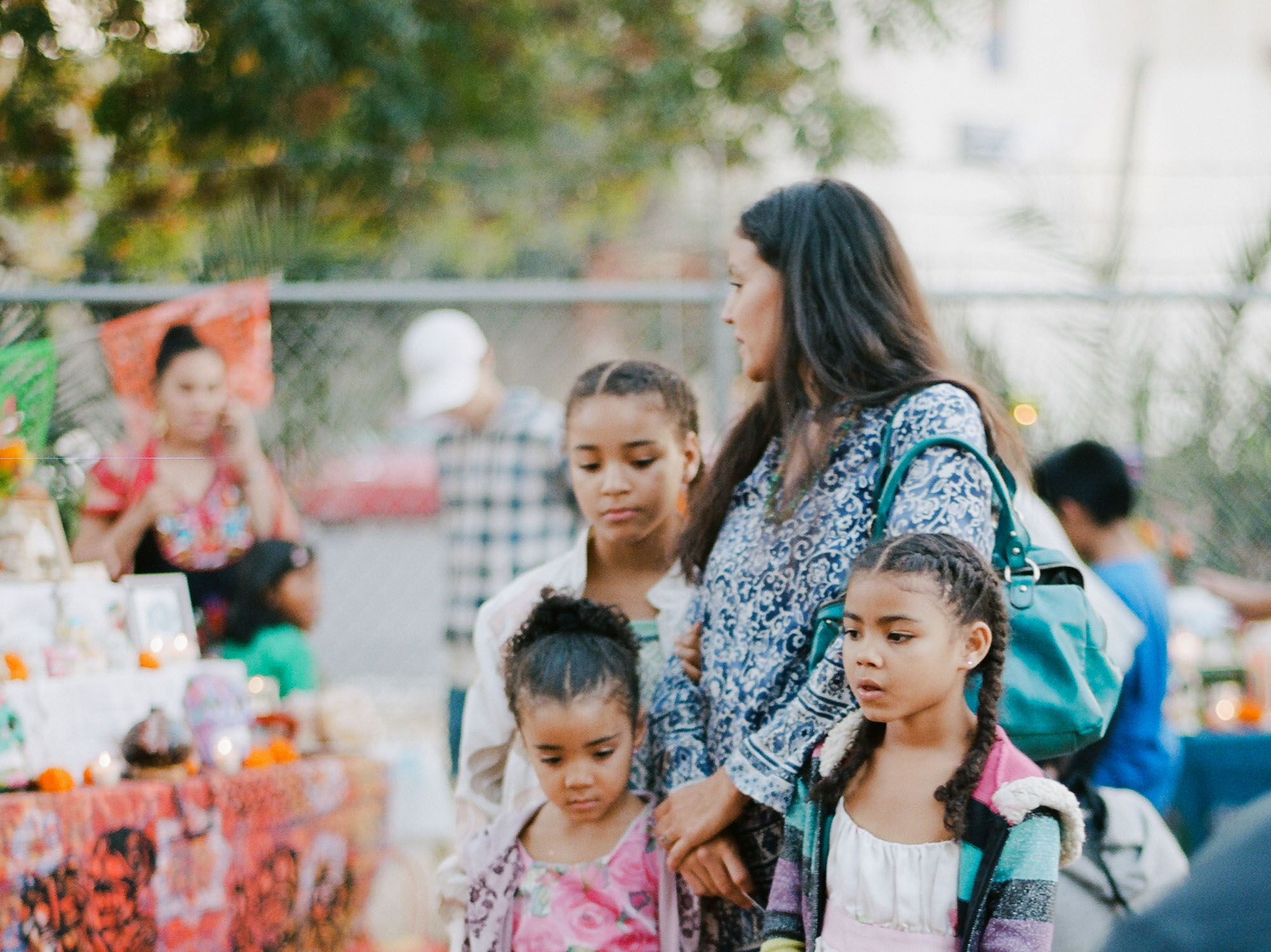 Photograph of Sacramento family gathered at Dia de los Muertos in Oak Park by Rachel Sima Photography