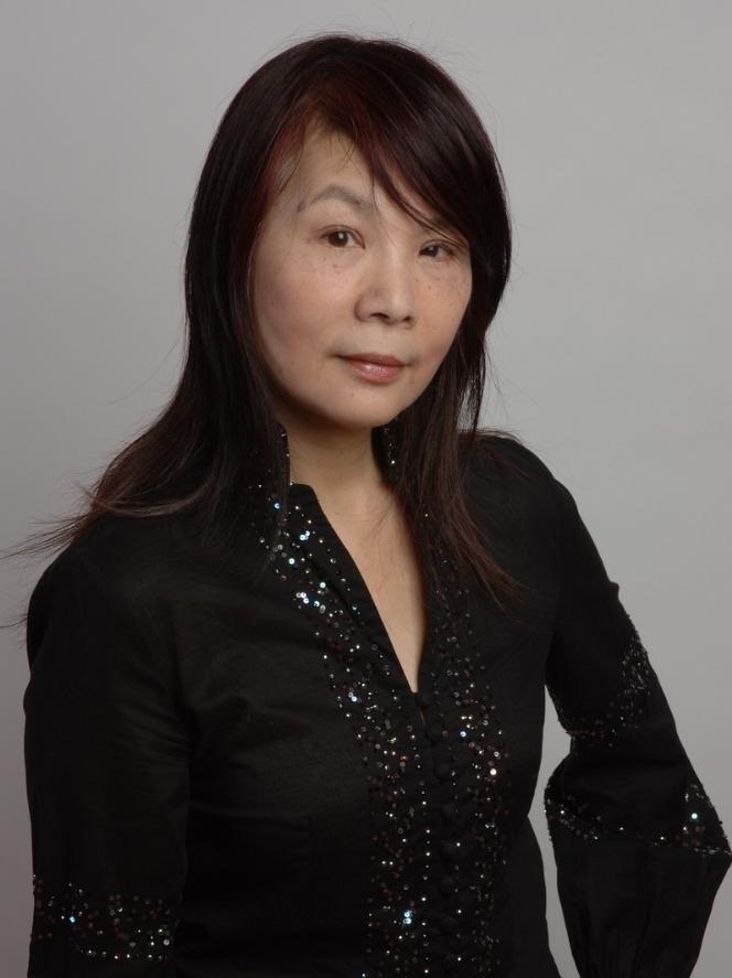 榮譽賽區顧問羅乃新女士 - 香港著名鋼琴演奏家。茱莉亞音樂學院碩士學位畢業;任 教於香港演藝學院及香港中文大學,同時為香港電台第 四台音樂節目主持。Famous Hong Kong Pianist Performer. Master of Music, Julliard School of Music.Now professor at the HK Academy of Performing Arts and HK Chinese University, she is also a host at the RTHK Radio 4 Channel.