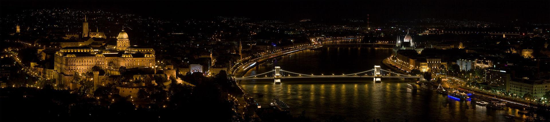 從左至右:Mária Magdolna Tower, 馬加什教堂, 布達城堡, 鏈子橋, 瑪格麗特島, Danube Promenade, 匈牙利國會大廈, 匈牙利科學院