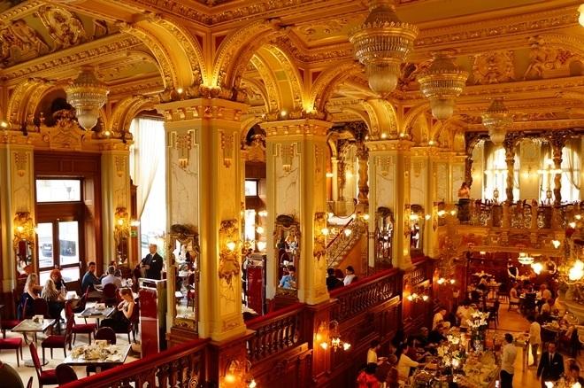 """匈牙利-號稱""""世界最美麗咖啡館""""的【紐約咖啡 New York Café】"""