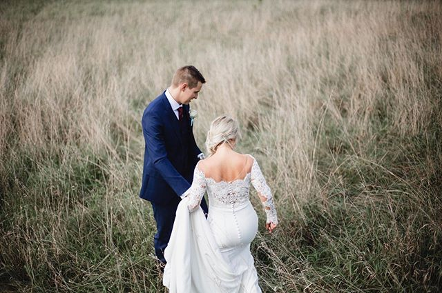 This photo is such a picture of marriage to me. Two people guiding each other and walking through all that life has for them. I just love it. The dreamy field of tall grass is a pretty sweet plus🌾 ⠀⠀⠀⠀⠀⠀⠀⠀⠀ second shot with @emily_wehner