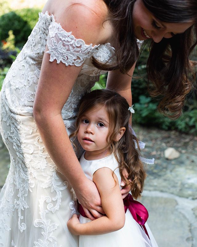 Can never go too long without sharing all the flower girl sweetness💛 Plus I think we could all use it on a Monday, am I right?!