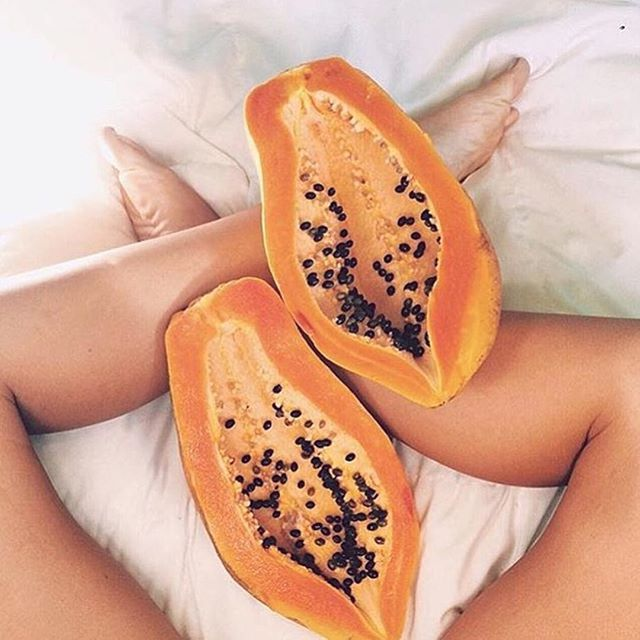 Who else believes papaya is queen? 👑 • antioxidants • vitamin C • anti-inflammatory • skin regenerating • ... the list goes on and on and we just love it so much! #weekenddetox #papaya #tropical #cariñitopatupiel #puertorico #lattugapr