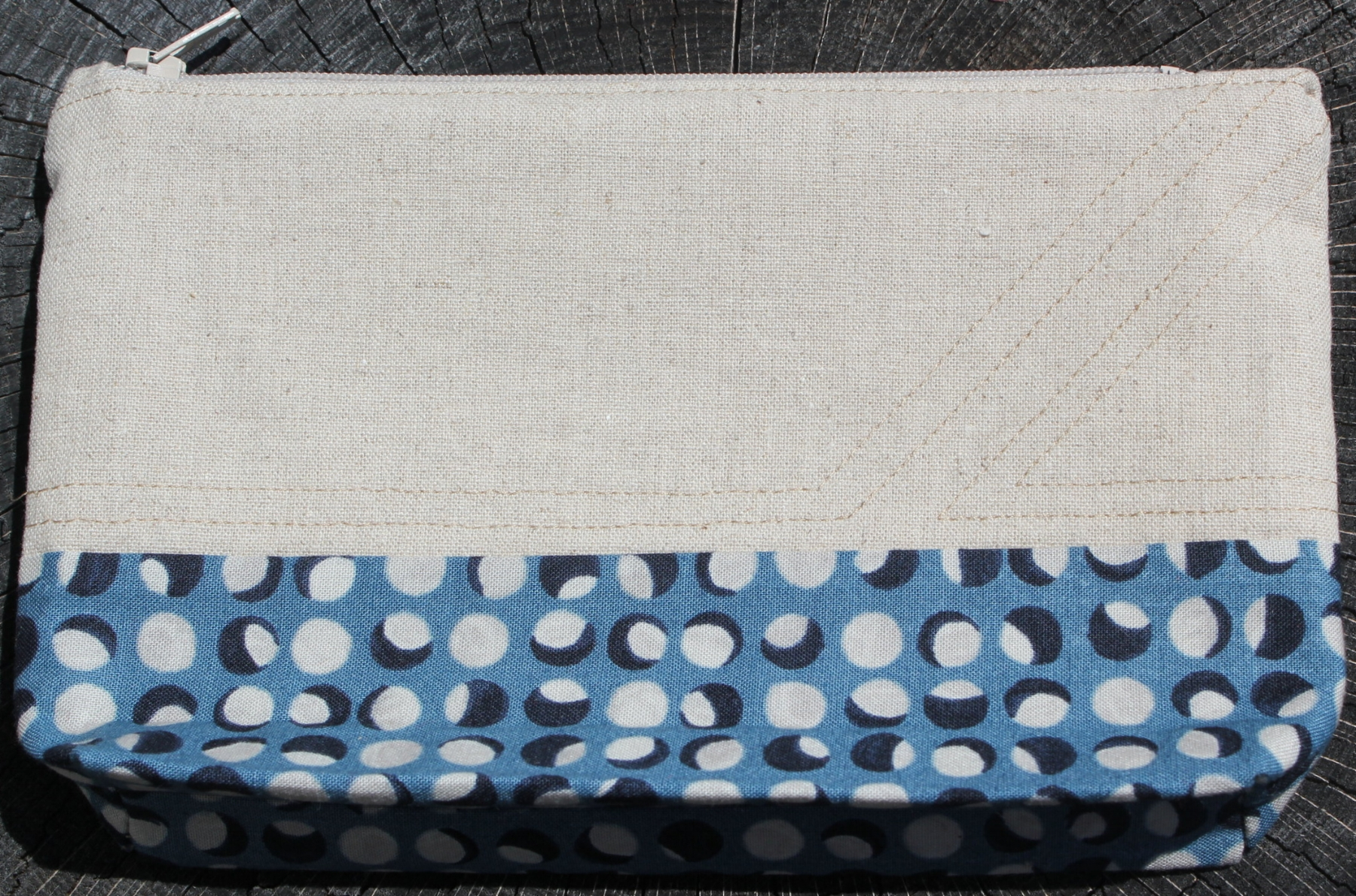 Linen and blue pouch 3.1.jpg