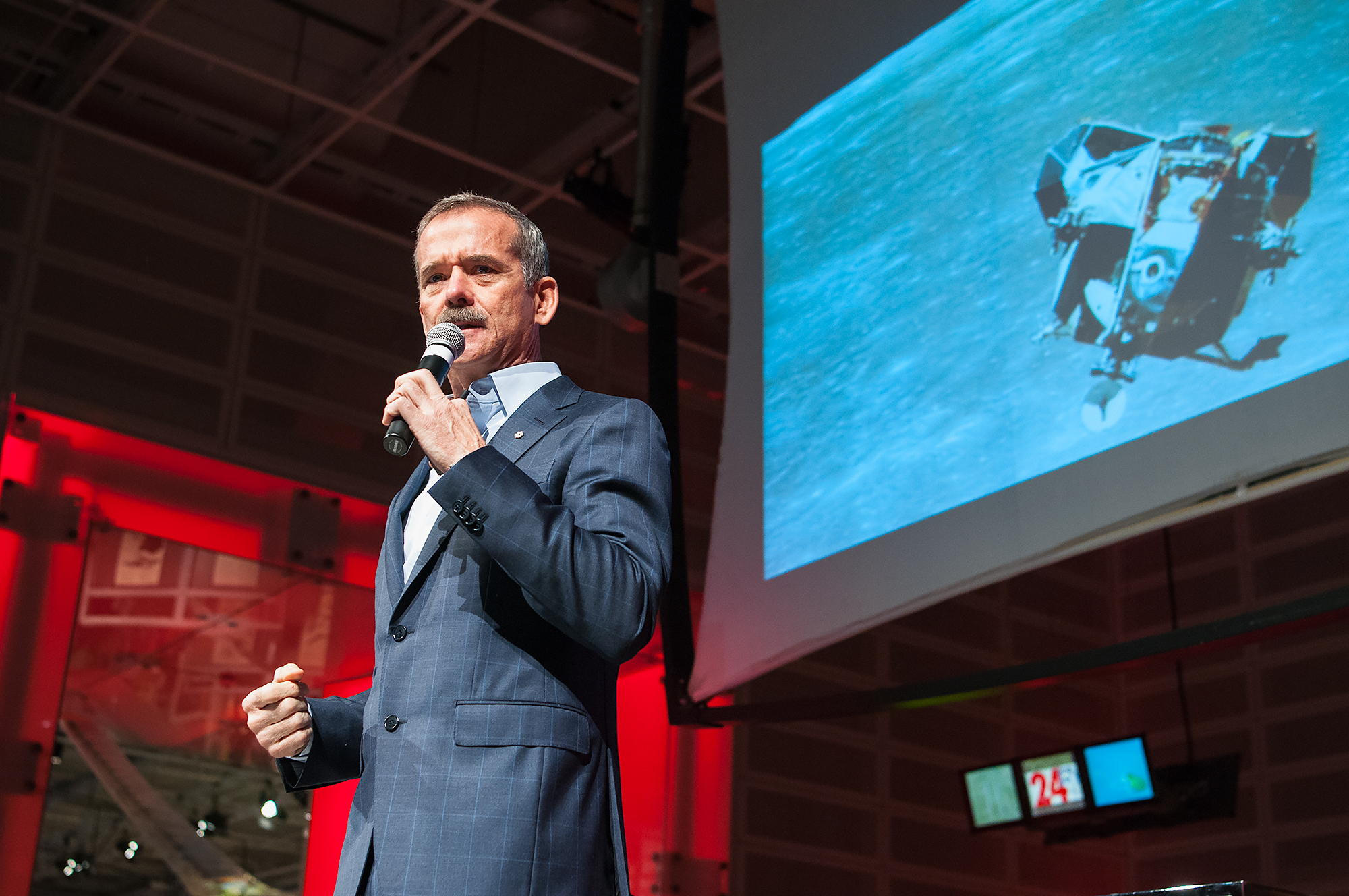 chris_hadfield_2017_1.jpg