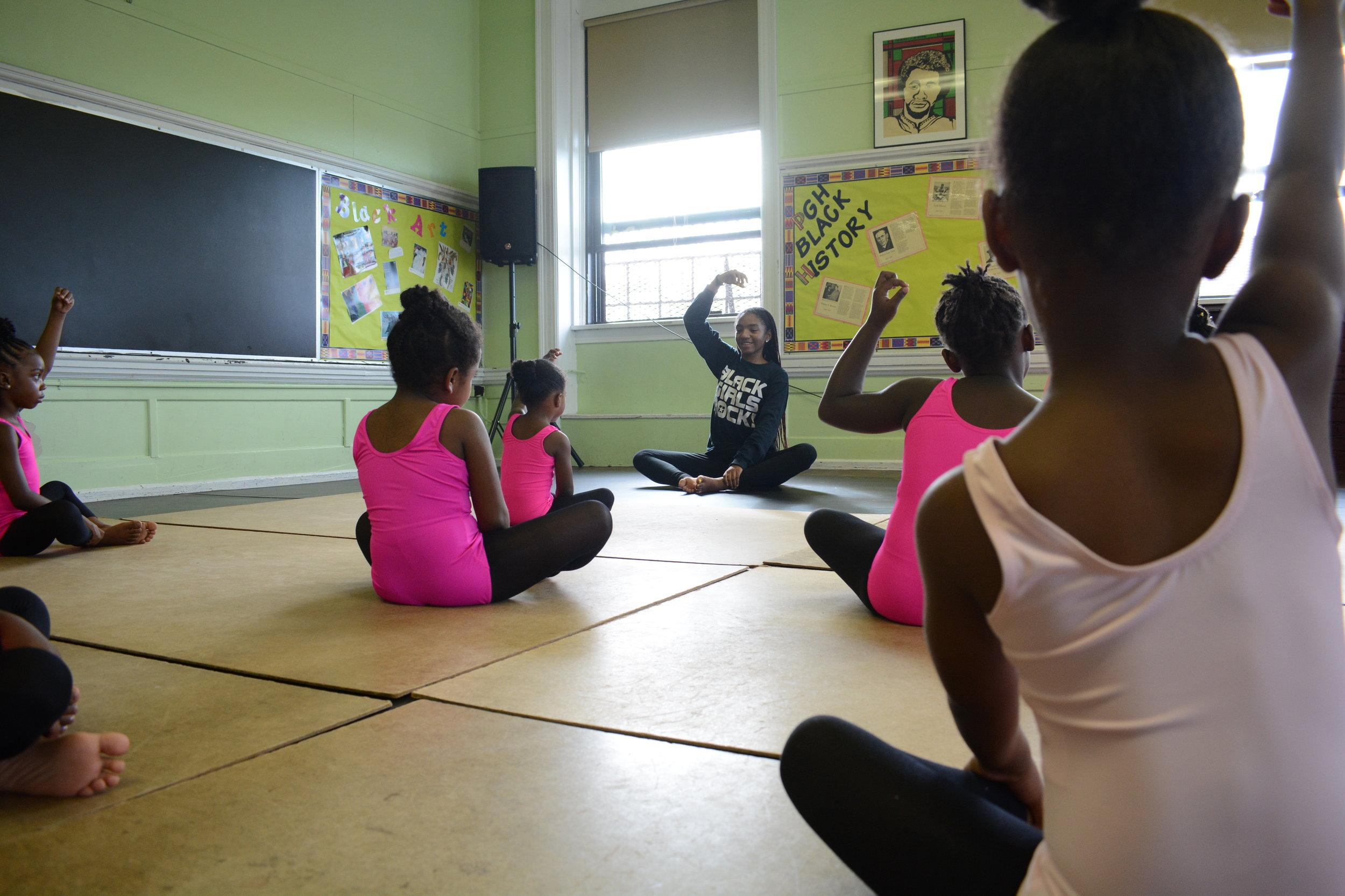 Teaching Artist Dara Broadnax teaches Pre-Academy students