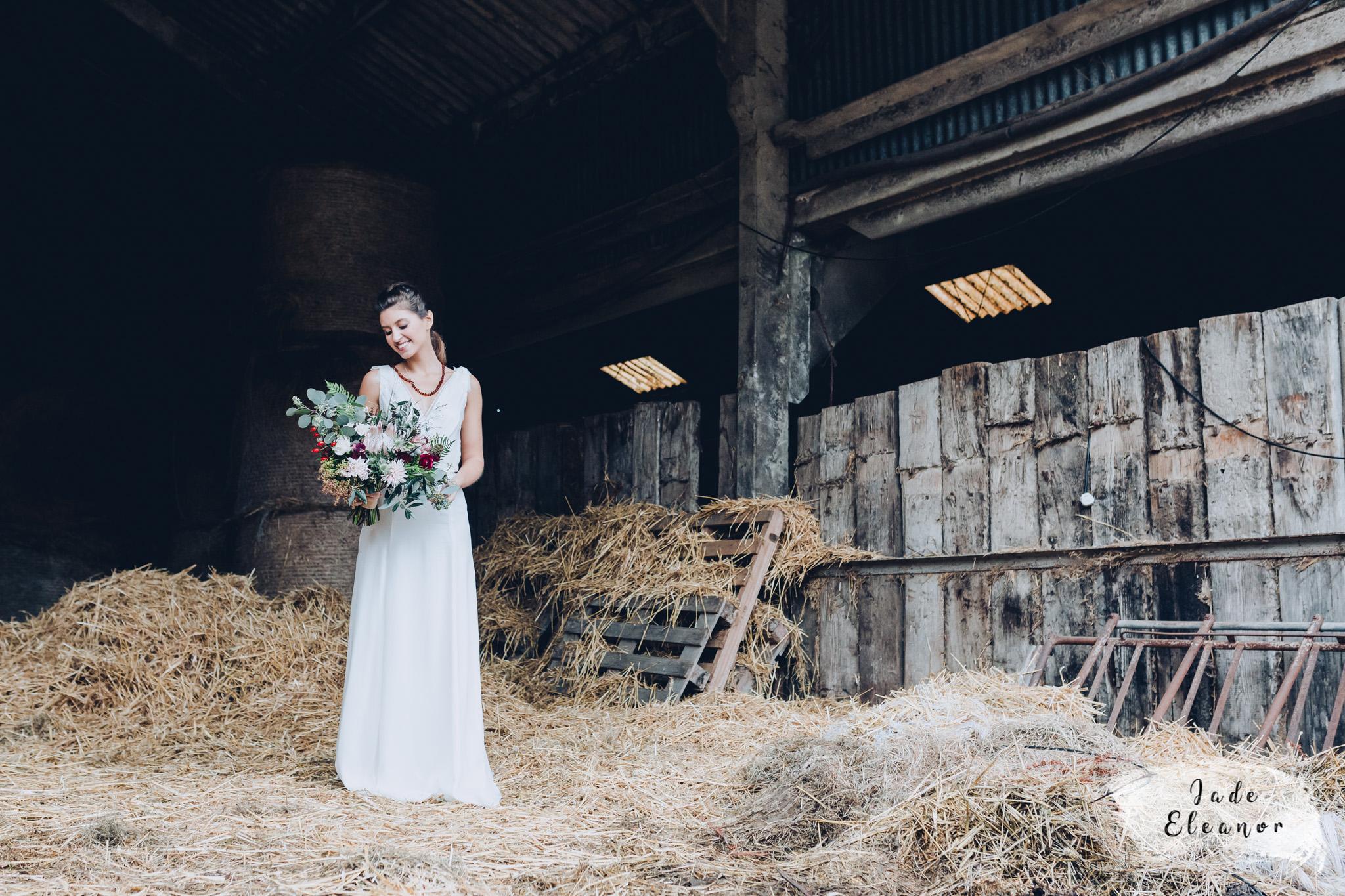 Bysshe Court Barn Wedding Jade Eleanor Photography-25.jpg