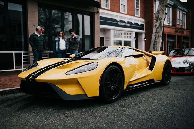 The new Ford GT looks damn good in yellow.