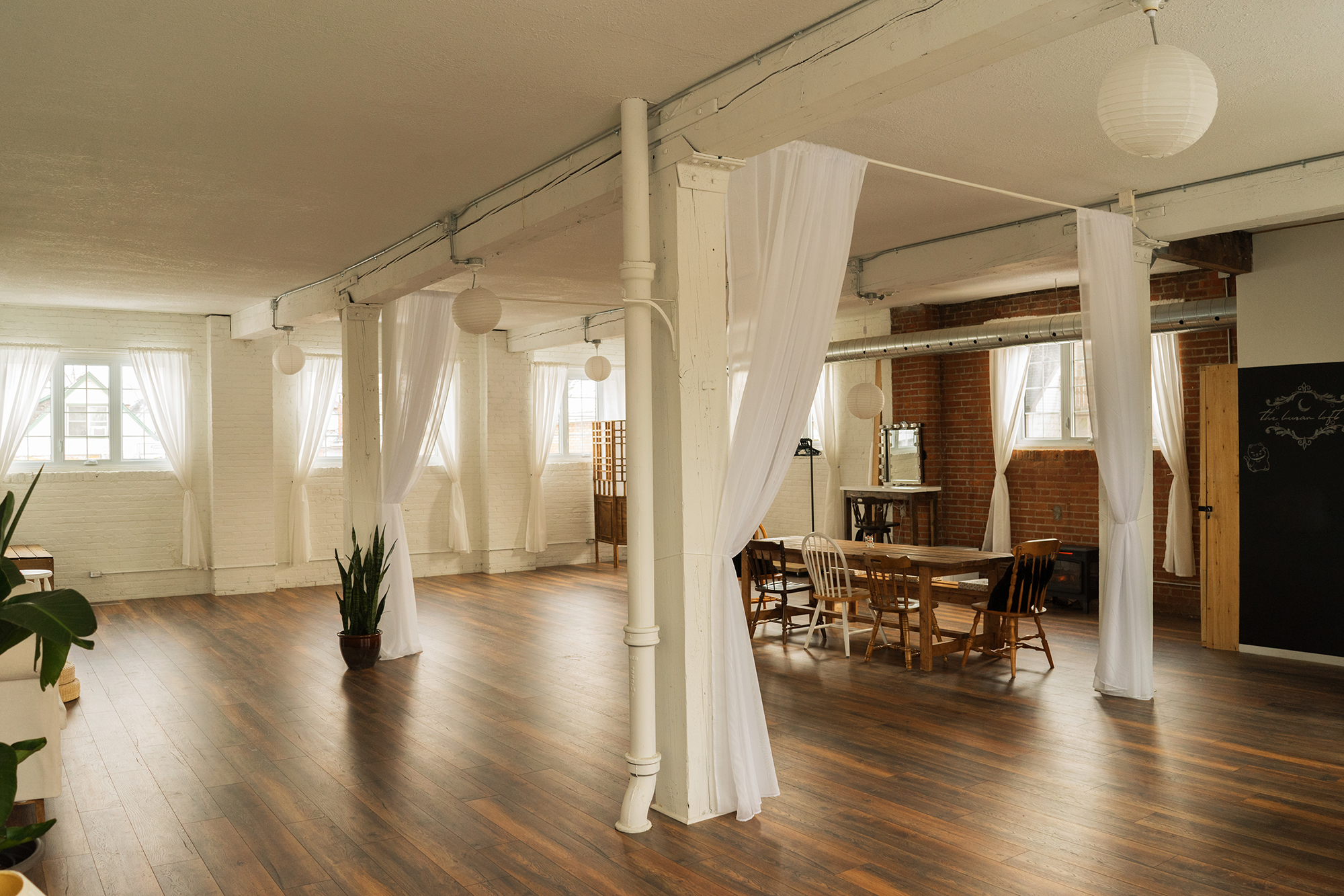 hamilton-photo-studio-the-lunar-loft.jpg