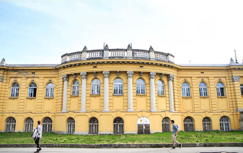 Budapest-Széchenyi-thermal-bath-2.jpg