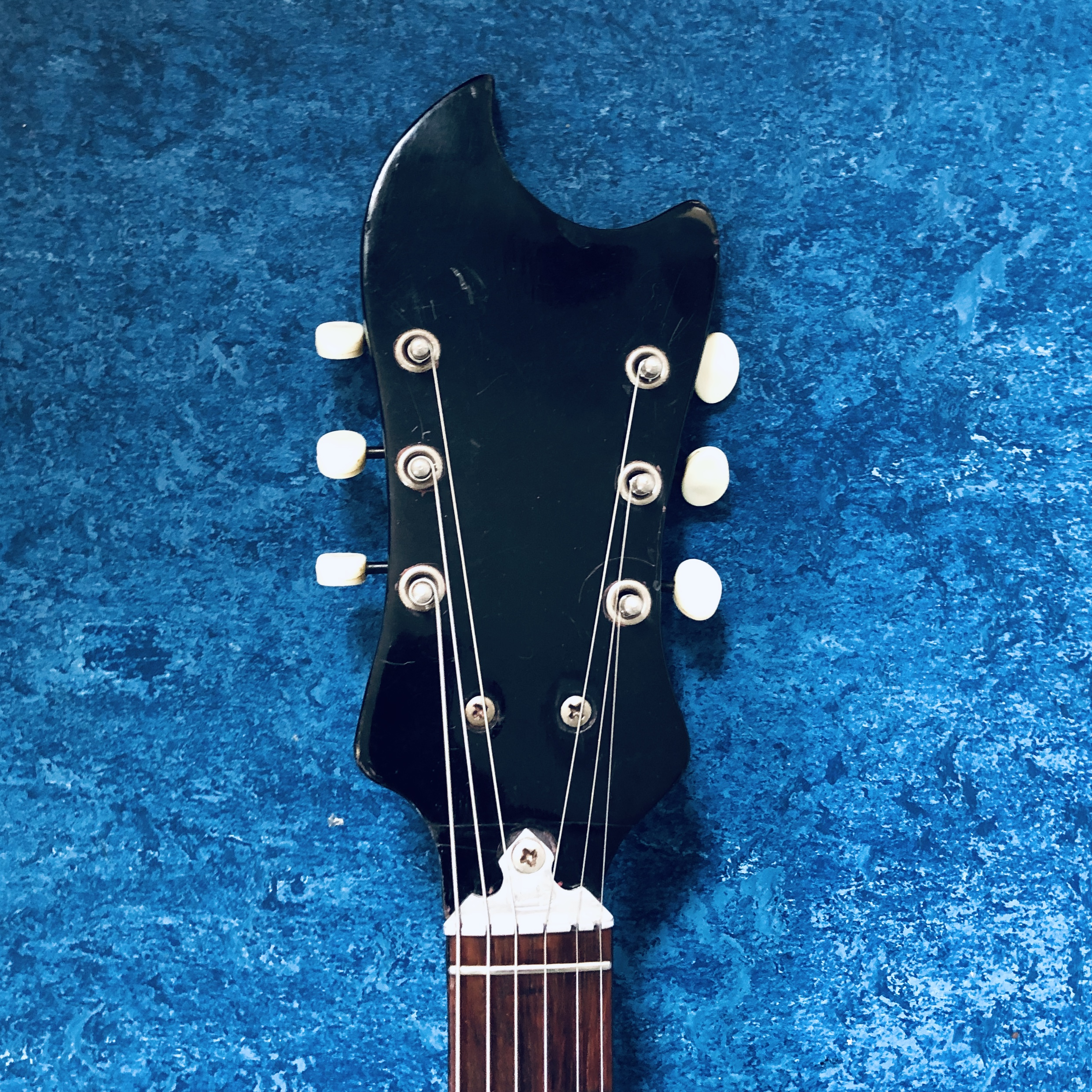 wandre-guitar-headstock.jpg