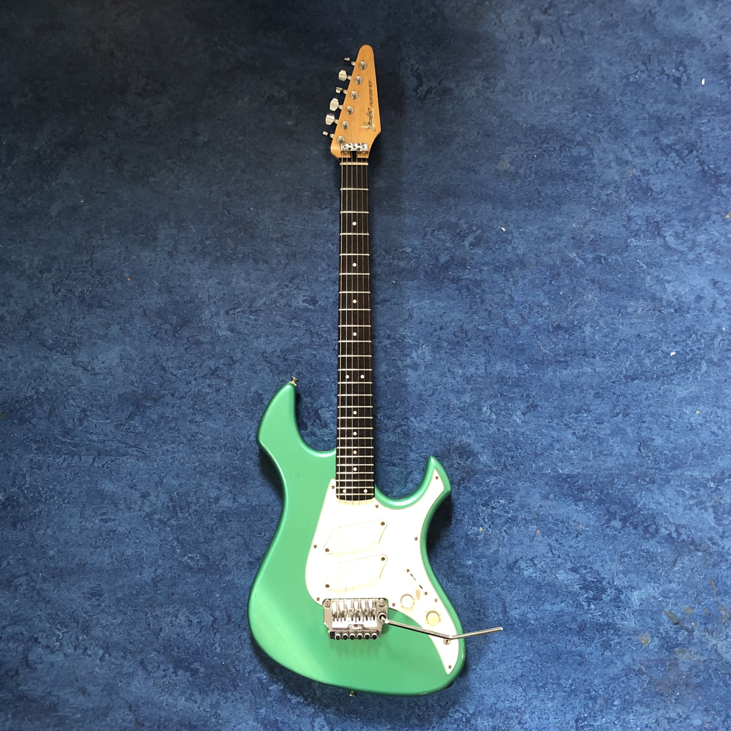 fender-performer-guitar.jpg