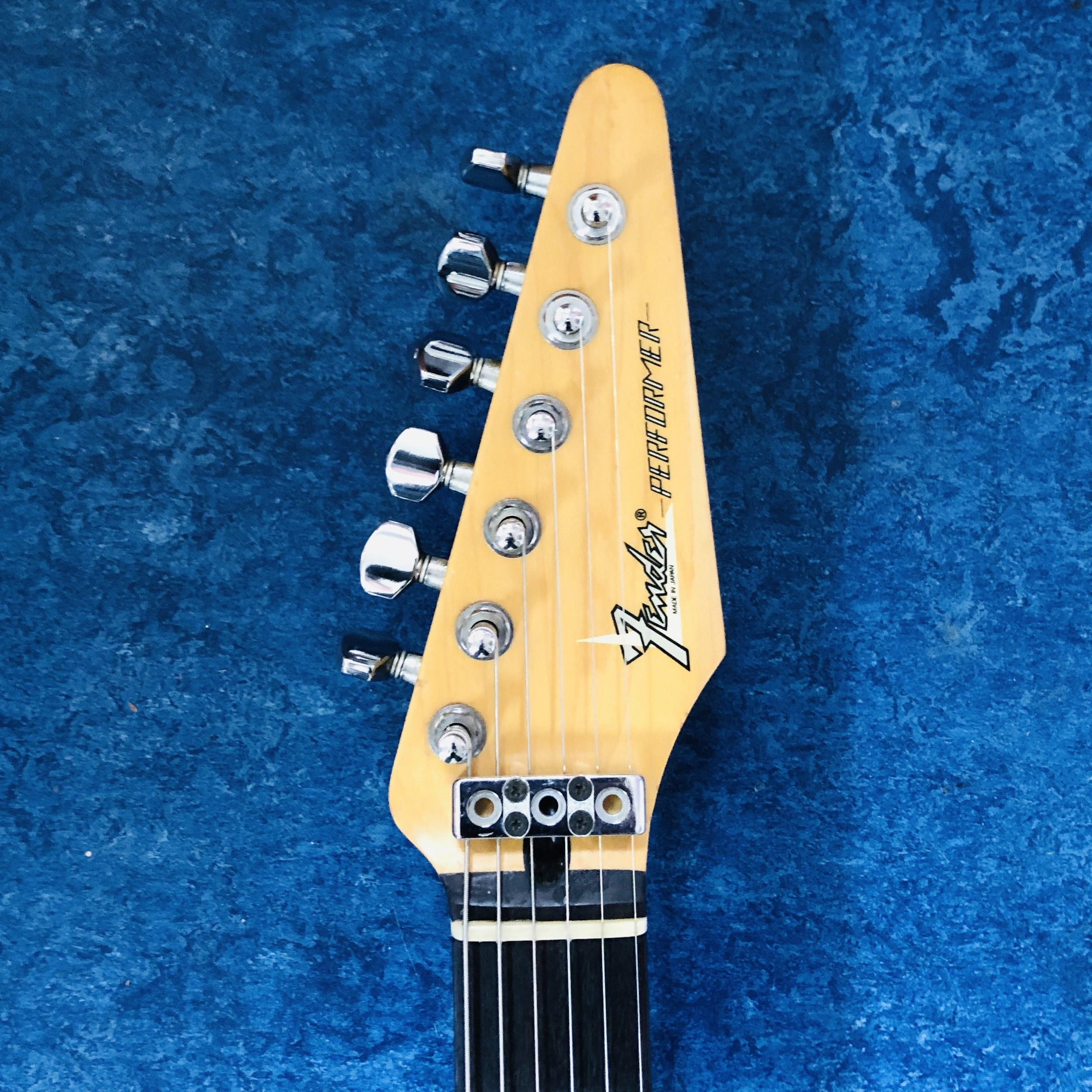 fender-performer-headstock.jpg