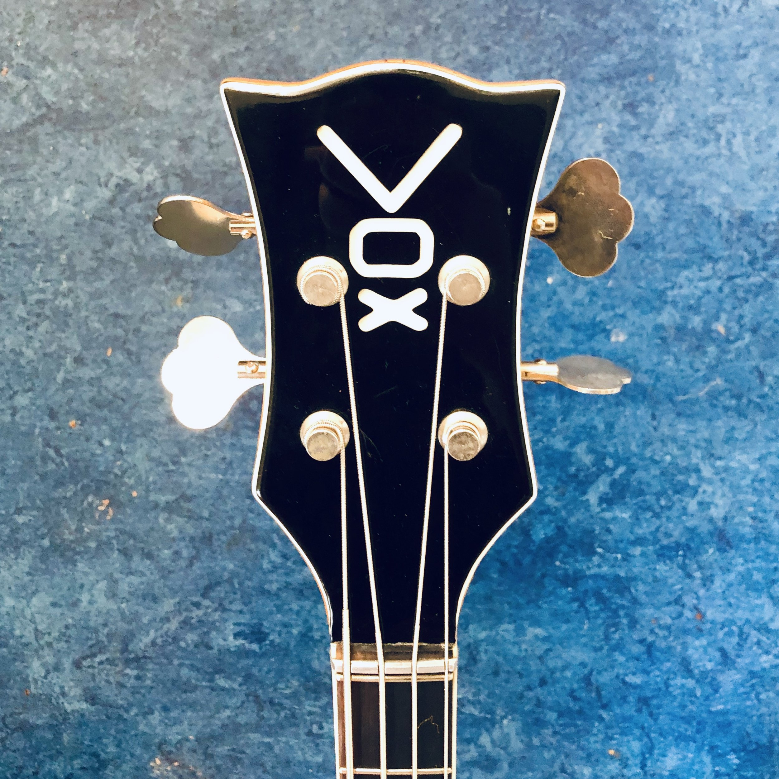 vox-cougar-bass-headstock.jpg