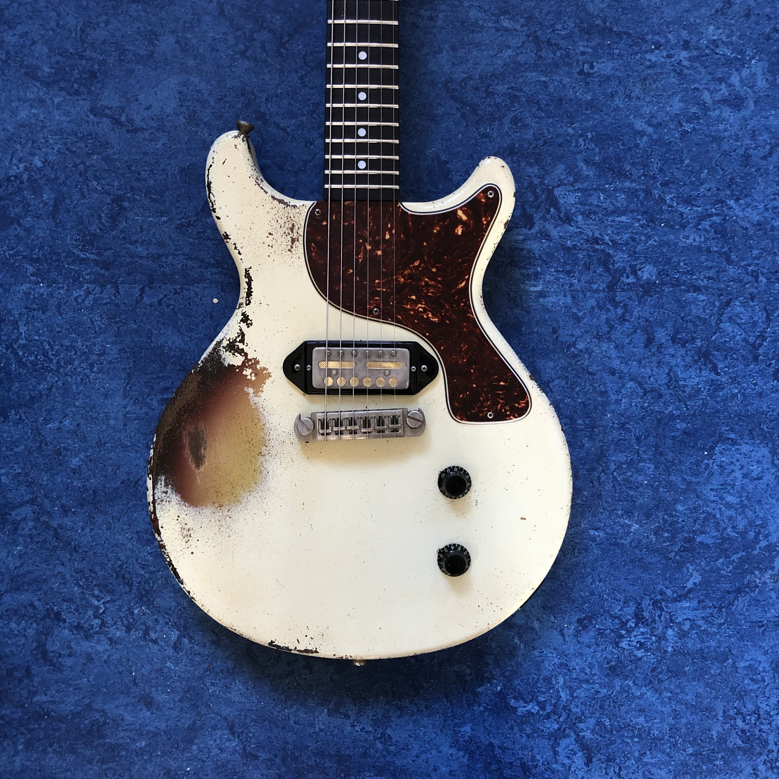 thunders-guitar-body.jpg