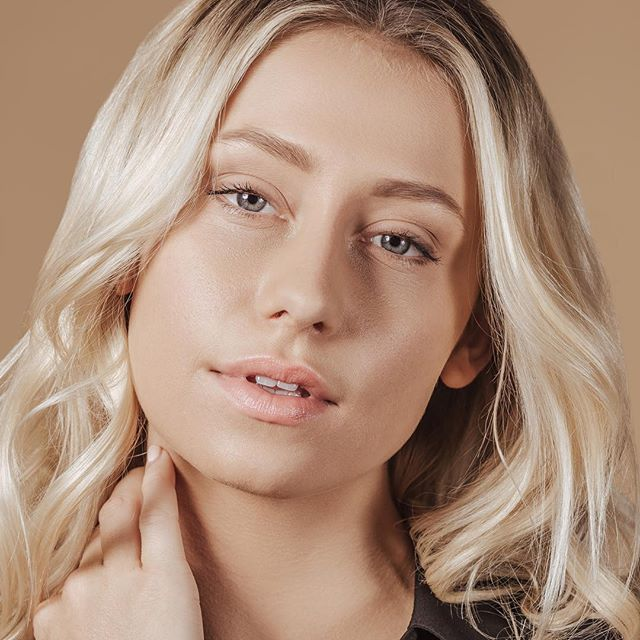 @shannonbarkerr for #defyntskin | DEFYNT skincare products are vegan, paraben and phthlate free, made with certified organic ingredients, and are not tested on animals. Our full spectrum CBD is lab tested and is powered by Amplifi™ nanotechnology, a process that creates CBD molecules as small as 25nm in size, which is 2,000 times smaller than pores. This unique technology allows for a more advanced formulation where the CBD can penetrate deep into the skin, increasing the active healing effects of the oil by up to 20 times.